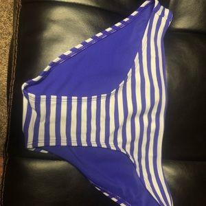 Arizona swimsuit bottom size Small purple striped
